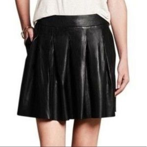 Banana Republic lambs leather pleated skirt